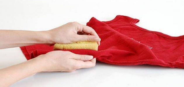 طـُرق إزالة بقع الزّيت من الملابس بَعد غسلها