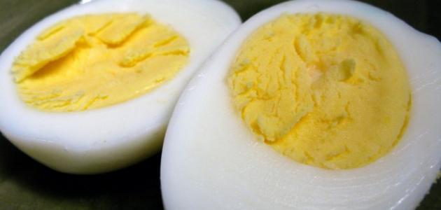 كم عدد السعرات الحرارية في البيض المسلوق
